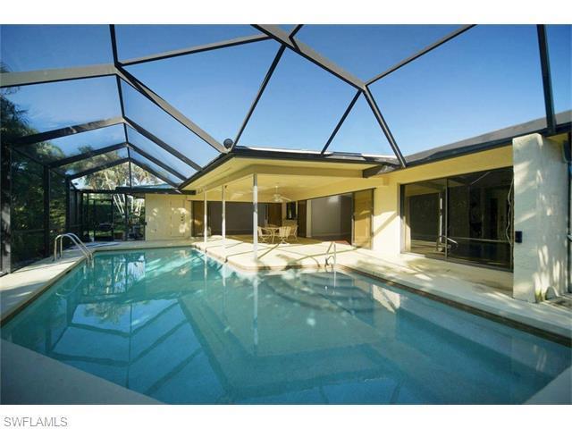 590 Neapolitan Way, Naples, FL 34103 (#215070915) :: Homes and Land Brokers, Inc