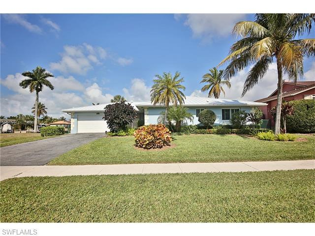 816 Manor Ter, Marco Island, FL 34145 (MLS #216010433) :: The New Home Spot, Inc.