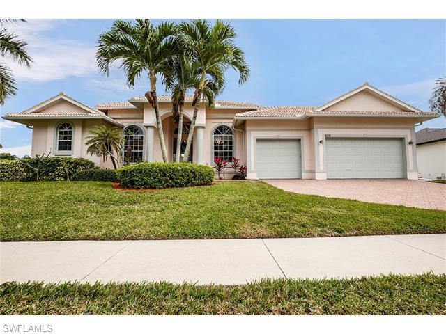 609 Crescent St, Marco Island, FL 34145 (MLS #216013204) :: The New Home Spot, Inc.