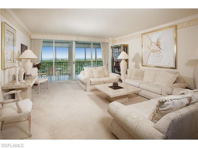 7515 Pelican Bay Blvd 6B, Naples, FL 34108 (MLS #216016019) :: The New Home Spot, Inc.