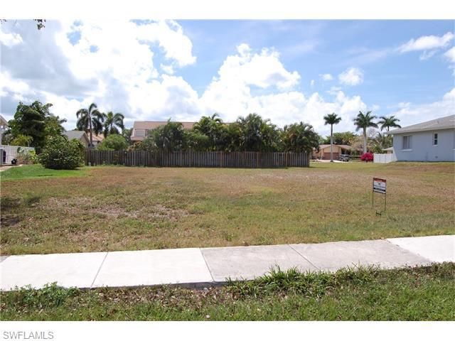 118 Bermuda Rd, Marco Island, FL 34145 (#216025979) :: Homes and Land Brokers, Inc