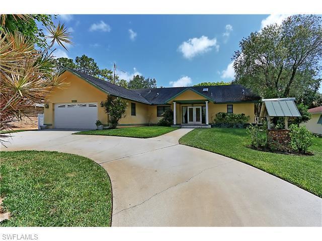 140 Sharwood Dr, Naples, FL 34110 (MLS #216031940) :: The New Home Spot, Inc.