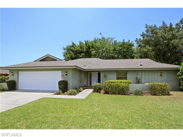 2233 Imperial Golf Course Blvd, Naples, FL 34110 (#216036255) :: Homes and Land Brokers, Inc