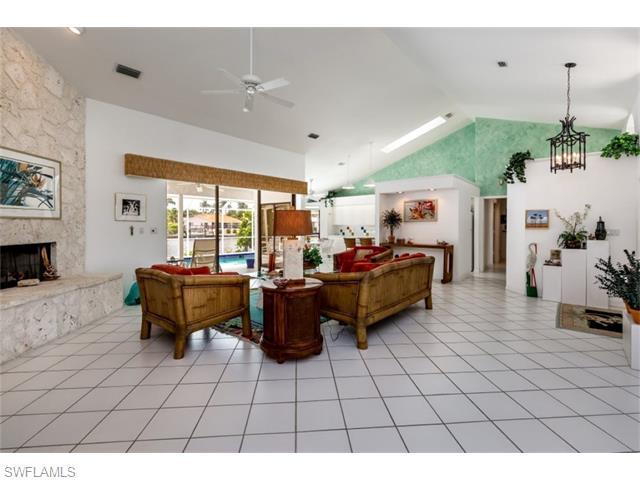 61 Peach Ct, Marco Island, FL 34145 (MLS #216040614) :: The New Home Spot, Inc.