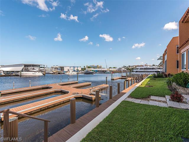 800 River Point Dr #316, Naples, FL 34102 (MLS #216041928) :: The New Home Spot, Inc.