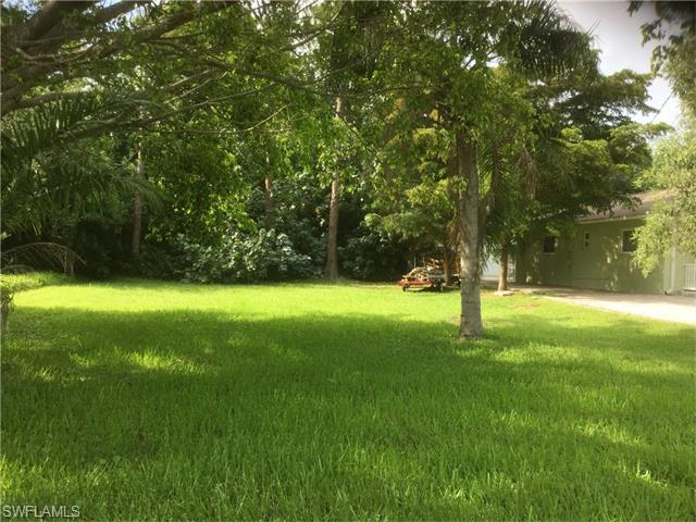 2369 Sunset Ave, Naples, FL 34112 (#216042523) :: Homes and Land Brokers, Inc