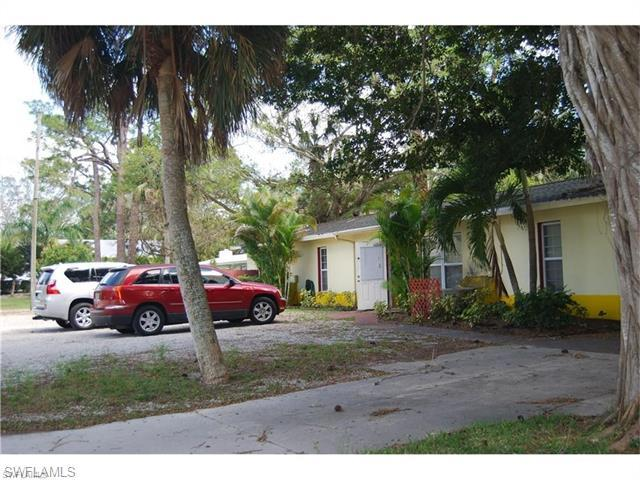 1371 Shadowlawn Dr, Naples, FL 34104 (MLS #216045261) :: The New Home Spot, Inc.