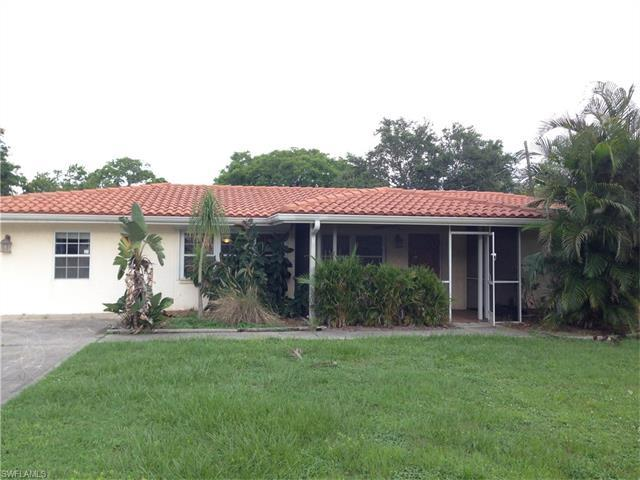1406 Davis Dr, Fort Myers, FL 33919 (MLS #216046394) :: The New Home Spot, Inc.