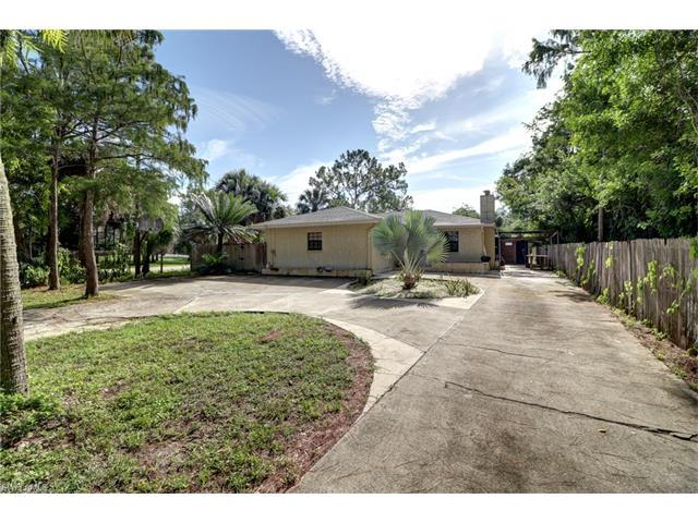 5440 Coral Wood Dr, Naples, FL 34119 (#216046404) :: Homes and Land Brokers, Inc