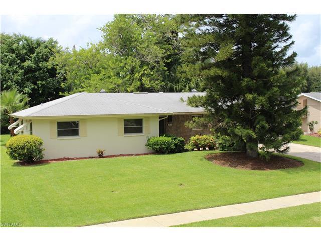 520 Nottingham Dr, Naples, FL 34109 (MLS #216047992) :: The New Home Spot, Inc.