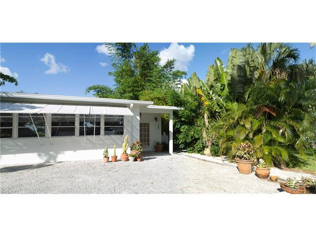 805 105th Ave N, Naples, FL 34108 (#216049777) :: Homes and Land Brokers, Inc