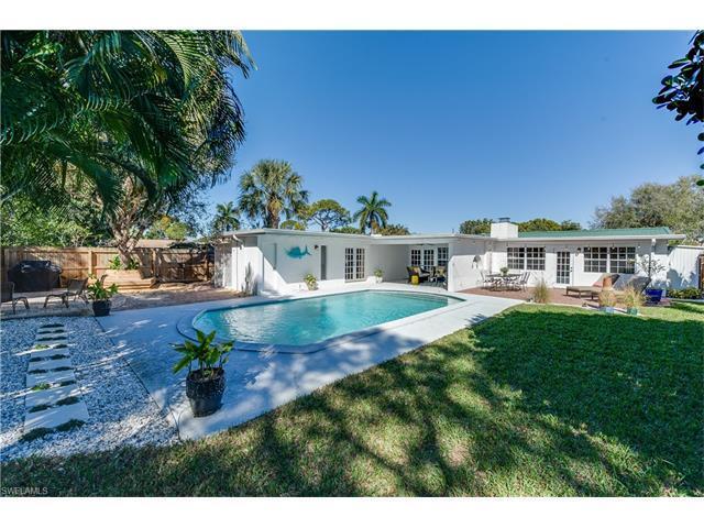 1074 Illinois Dr, Naples, FL 34103 (MLS #216049785) :: The New Home Spot, Inc.