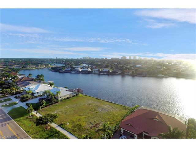332 Bald Eagle Dr, Marco Island, FL 34145 (#216055306) :: Homes and Land Brokers, Inc
