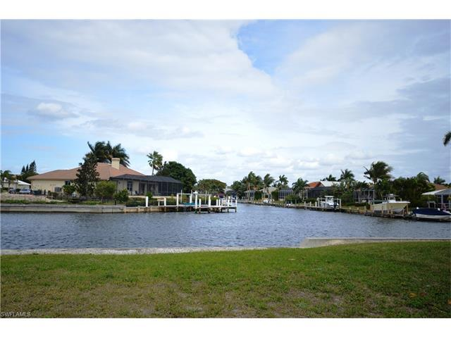 1536 Buccaneer Ct, Marco Island, FL 34145 (#216055466) :: Homes and Land Brokers, Inc