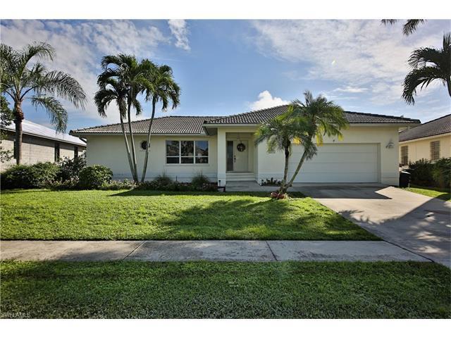 239 Seminole Ct, Marco Island, FL 34145 (MLS #216057280) :: The New Home Spot, Inc.