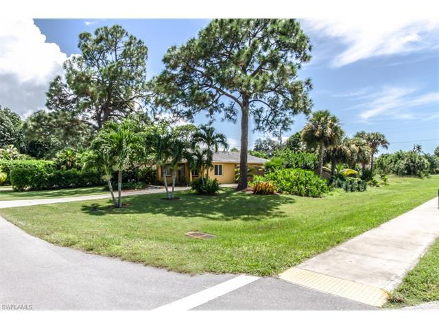 802 93rd Ave N, Naples, FL 34108 (#216057283) :: Homes and Land Brokers, Inc