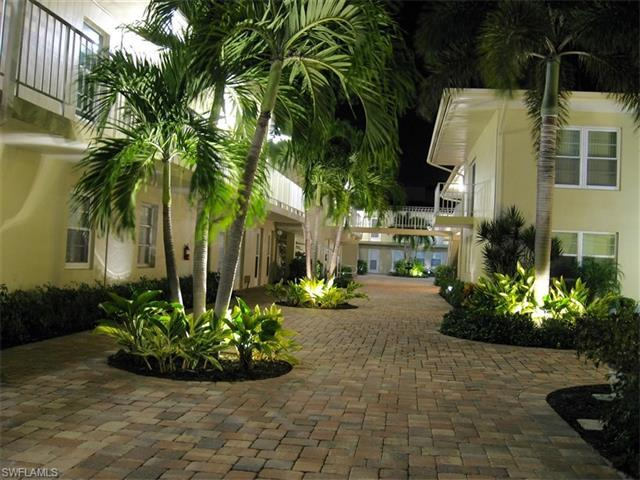 654 12th Ave S #654, Naples, FL 34102 (MLS #216057332) :: The New Home Spot, Inc.