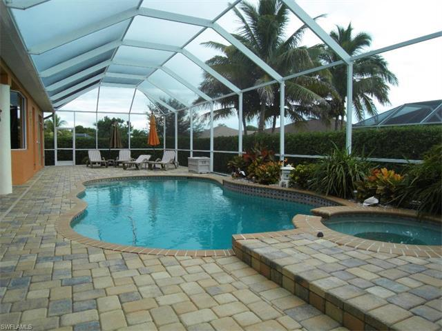2714 SW 35th Ln, Cape Coral, FL 33914 (#216061454) :: Homes and Land Brokers, Inc