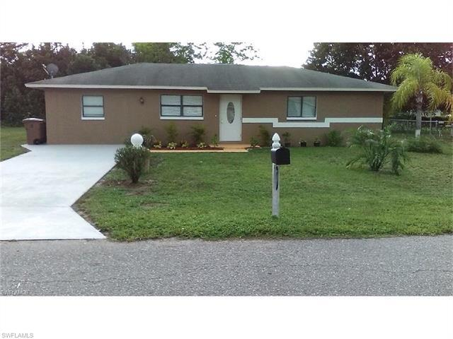 422 Valley Dr, Lehigh Acres, FL 33936 (#216061520) :: Homes and Land Brokers, Inc