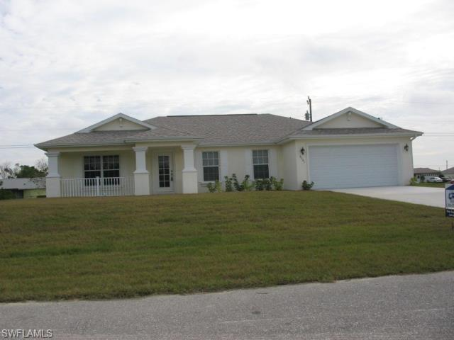2201 NE 15th Ave, Cape Coral, FL 33909 (MLS #216061786) :: The New Home Spot, Inc.