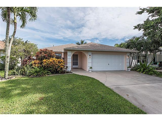 565 108th Ave N, Naples, FL 34108 (MLS #216062298) :: The New Home Spot, Inc.