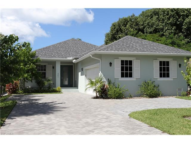 2295 10th St N, Naples, FL 34103 (#216062497) :: Homes and Land Brokers, Inc