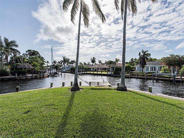 1700 Dolphin Ct, Naples, FL 34102 (#216064938) :: Homes and Land Brokers, Inc