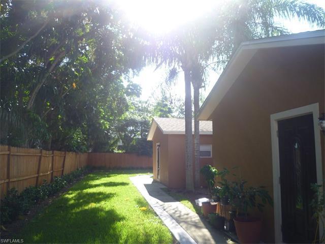 1348 Center Ln, Naples, FL 34110 (MLS #216065244) :: The New Home Spot, Inc.