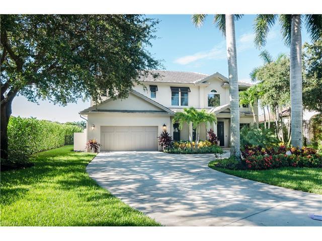 8055 Vera Cruz Way, Naples, FL 34109 (#217014895) :: Homes and Land Brokers, Inc
