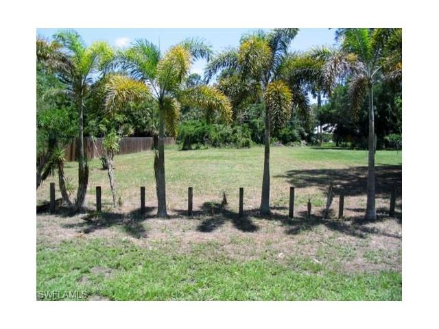 4460 Lorraine Ave, Naples, FL 34104 (#217016295) :: Homes and Land Brokers, Inc