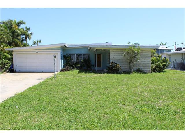 1408 Pelican Ave, Naples, FL 34102 (#217017180) :: Homes and Land Brokers, Inc