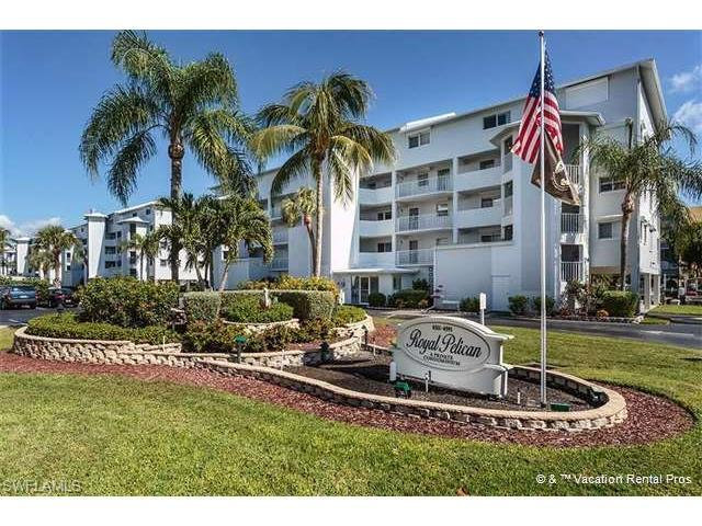4511 Bay Beach Ln #111, Fort Myers Beach, FL 33931 (MLS #217025152) :: The New Home Spot, Inc.
