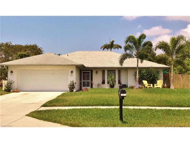 1305 Granada Blvd, Naples, FL 34103 (#217026012) :: Homes and Land Brokers, Inc