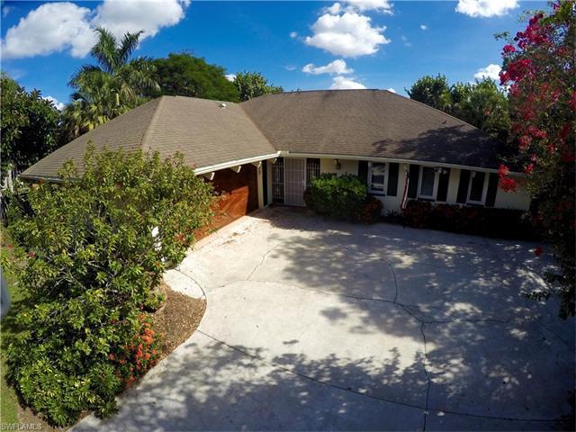 184 Briarcliff Ln, Naples, FL 34113 (MLS #217033610) :: The New Home Spot, Inc.