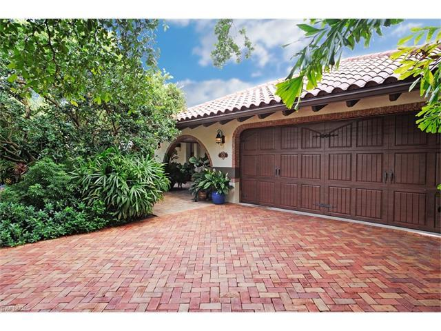 2429 Kings Lake Blvd, Naples, FL 34112 (MLS #217039573) :: The New Home Spot, Inc.