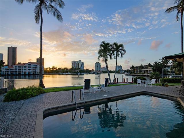 323 Neapolitan Way, Naples, FL 34103 (#217040295) :: Homes and Land Brokers, Inc