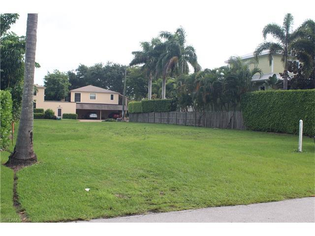 751 11th Ave S, Naples, FL 34102 (#217040508) :: Naples Luxury Real Estate Group, LLC.
