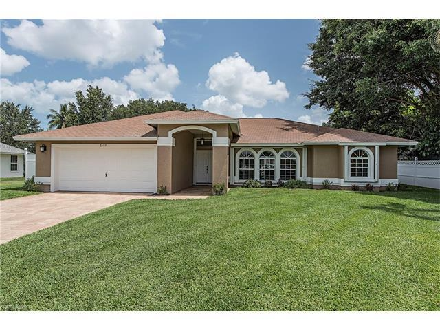 2457 Clipper Way, Naples, FL 34104 (#217040973) :: Homes and Land Brokers, Inc