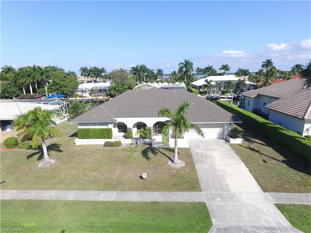 329 Meadowlark Ct, Marco Island, FL 34145 (MLS #217041624) :: The New Home Spot, Inc.
