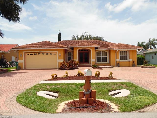 132 Cyrus St, Marco Island, FL 34145 (MLS #217041649) :: The New Home Spot, Inc.