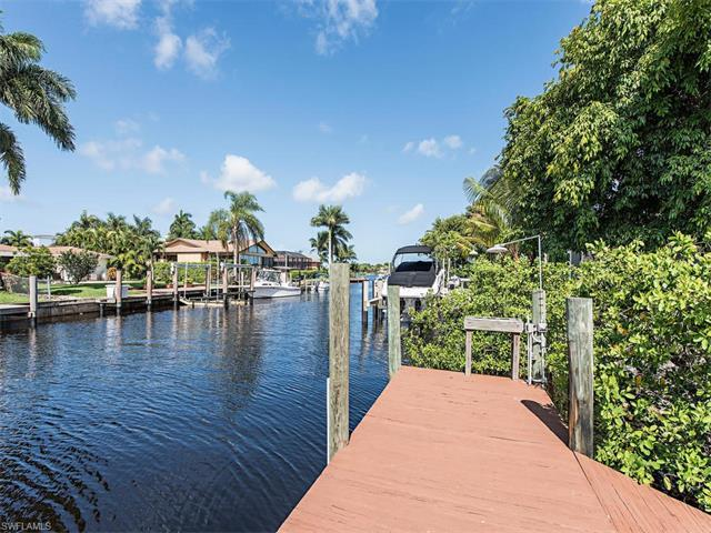 1390 Curlew Ave, Naples, FL 34102 (#217042416) :: Homes and Land Brokers, Inc