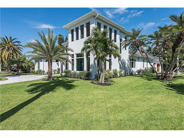 725 Harbour Dr, Naples, FL 34103 (#217044502) :: Homes and Land Brokers, Inc