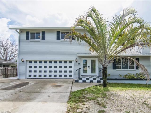4955 Barcelona Cir, Naples, FL 34112 (#217045682) :: Homes and Land Brokers, Inc