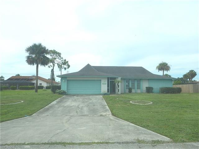 1630 Country Club Pky, Lehigh Acres, FL 33936 (#217046004) :: Homes and Land Brokers, Inc