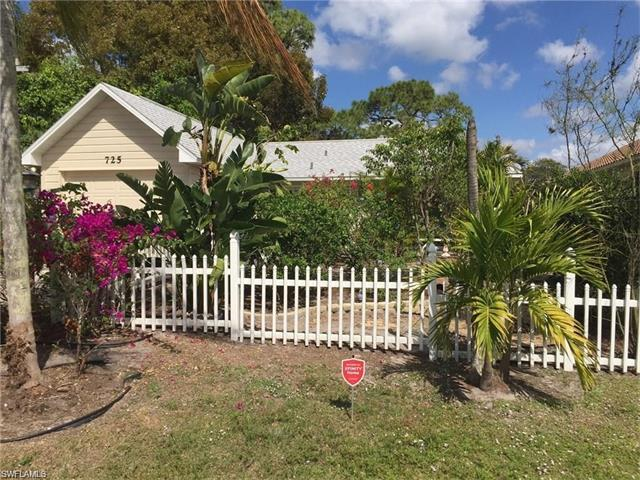 725 109th Ave N, Naples, FL 34108 (#217046293) :: Homes and Land Brokers, Inc