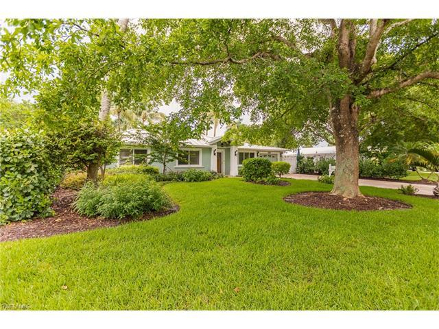 1135 7th St S, Naples, FL 34102 (MLS #217047465) :: RE/MAX DREAM