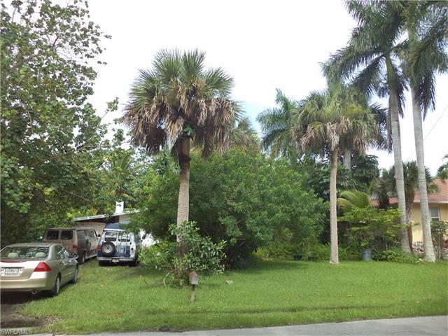 1315 Sandpiper St, Naples, FL 34102 (#217047638) :: Homes and Land Brokers, Inc