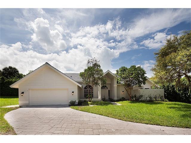 812 Willowwood Ln, Naples, FL 34108 (#217048178) :: Naples Luxury Real Estate Group, LLC.