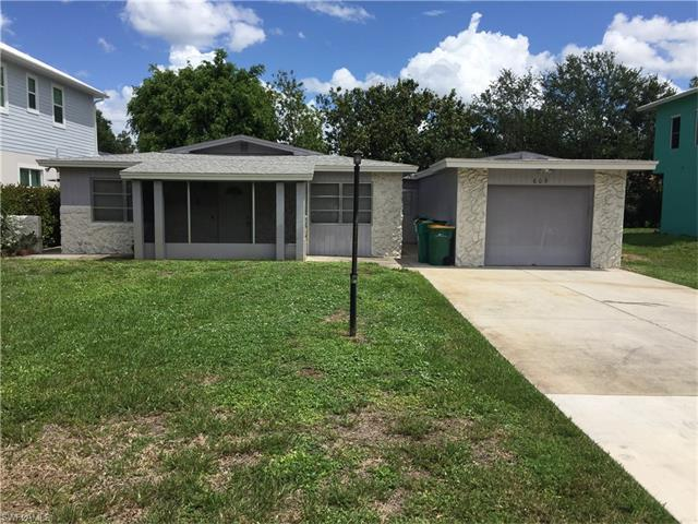 609 91st Ave N, Naples, FL 34108 (#217048433) :: Homes and Land Brokers, Inc
