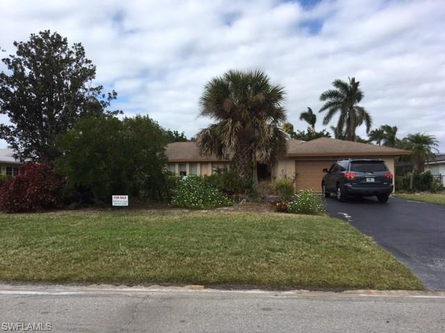 555 Ketch Dr, Naples, FL 34103 (MLS #217078407) :: The Naples Beach And Homes Team/MVP Realty